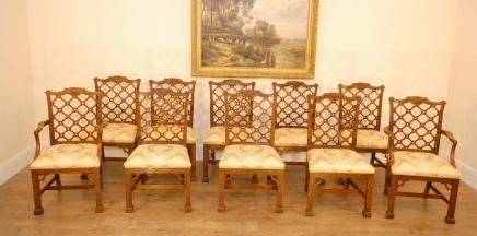 10 Hand geschnitzte Mahagoni Gothic Chippendale Esszimmerstühle Englisch