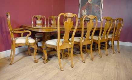 Englisch George III Walnut Dining Table & 10 Queen Anne Stühle