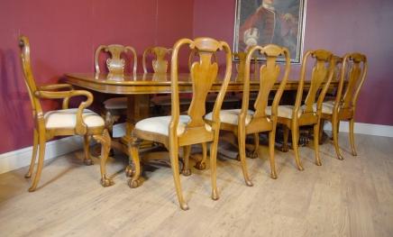 Englisch George III Walnut Dining Table & 10 Queen Anne Stühle