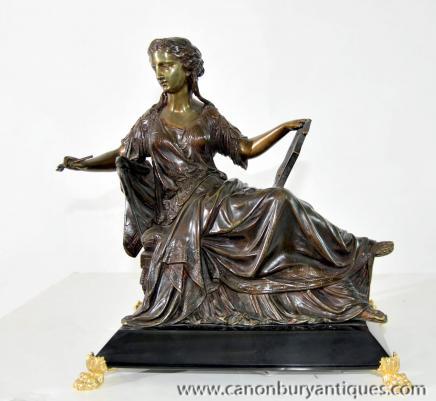 Klassische italienische Reclining Maiden Lyre Bronze Statue Figurine
