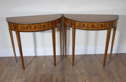 Paar Englisch Regency Satinwood Inlay Console Tabellen