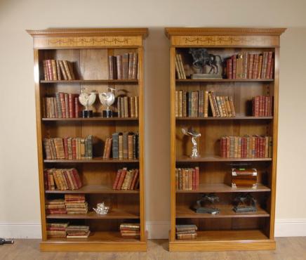 Pair 7 ft englischen Regency Offene Bücherschränke Sheraton Satinwood