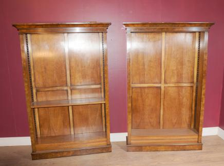 Pair Walnut Regency Bücherregal Möbel