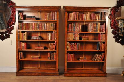 Pair Walnut viktorianischen Bücherschränke Buch-Kasten