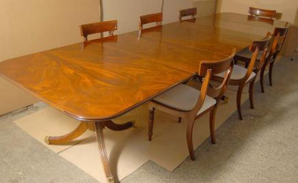 Regency Dining Set Tisch & Stühle Swag Suite
