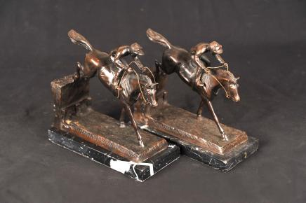 Paar Englisch Bronze Steeplechase Pferde Jockey Bronze Buchstützen