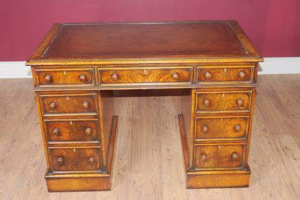 Antike Knieloch George II Schreibtisch Tisch
