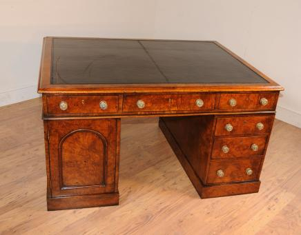 Antique William IV Partner Desk Pedesal Knieloch Schreibtische Walnuss
