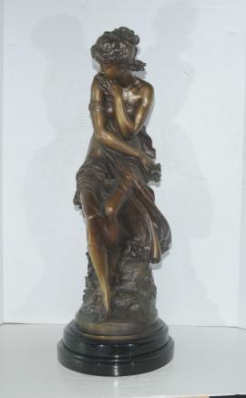 Französisch Bronze Weibliche Figur Sitzende Mädchen von Moreau