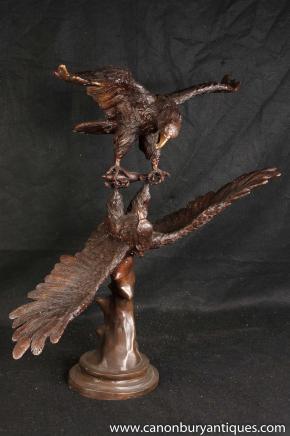 Große Paar Bronze Kämpfen American Eagles Bald Eagle Statue Casting Vogel