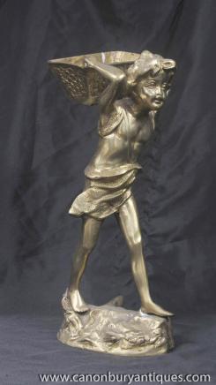Messingbeschläge Bronze Casting Boy Figurine Korb Französisch Bronze-Statue
