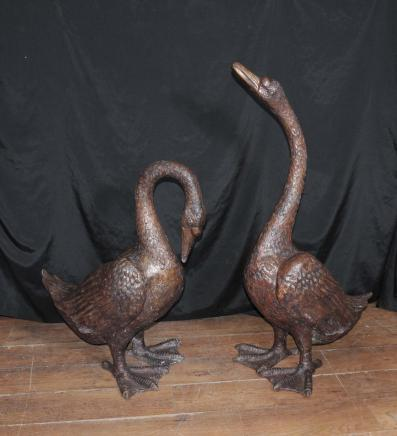 Paar Große Bronze-Gänse Vögel Wasser Casting Gooose