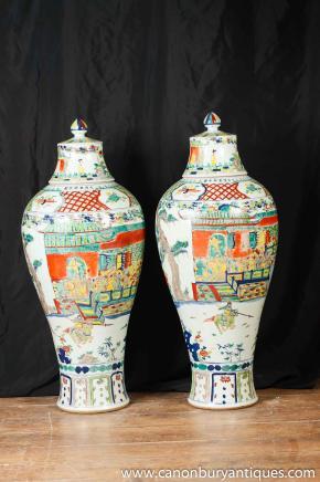 Paar Große japanische Vasen aus Porzellan Urnen Kakiemon Keramik-Keramik