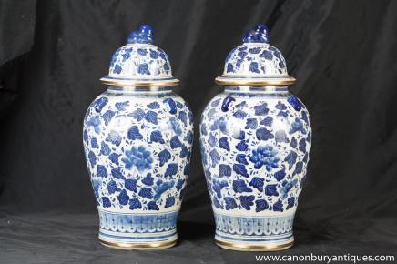 Paar Ming Blau Weiß Chinesisches Porzellan Deckelvasen Keramik Urnen