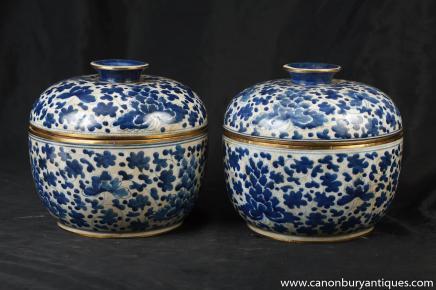 Paar chinesische Kangxi-Blau und Weiß Porzellan Lidden Urnen Töpfe