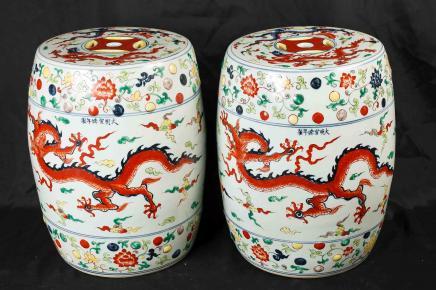 Paar chinesische Qing Porzellan Hocker Drache Sitze Architekturkeramik