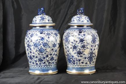 Paar chinesische blaue und weiße Porzellan Deckel Urnen Gläser Ginger Nanking
