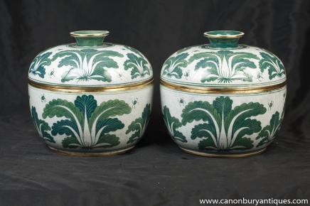 Paar chinesisches Porzellan der Ming Grün Weiß Deckeltöpfe Urnen