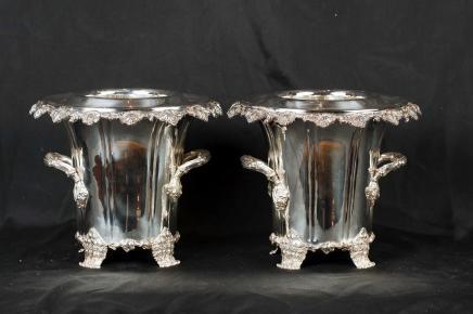 Paar silberne Platten George II Weinkühler Champagnerkühler Urnen