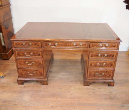 Regency Pedestal Desk Nussbaum Schreibtisch