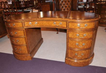 Walnut Regency Nieren Schreibtisch Schreibtisch M 246 Bel