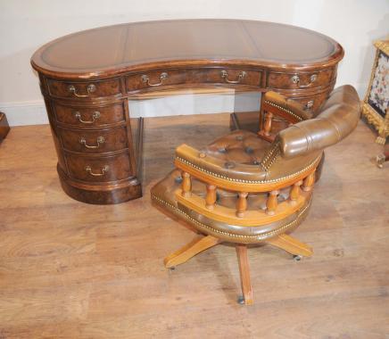 Walnut Victorian Nieren Schreibtisch Schreibtisch