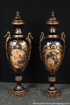 XL Paar deutschen Dresden Porzellan Amphore Vasen Urnen