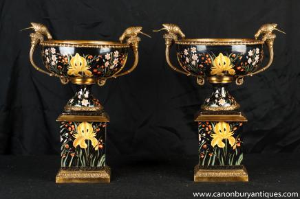 Pair Französisch Porzellan Campana Urnen Standfußes Vogel-Bad