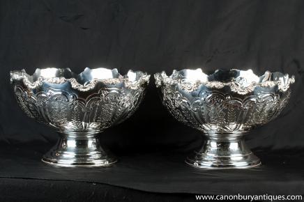 Pair Victorian Silver Plate Gejagt Bowlekübel Sektkühler
