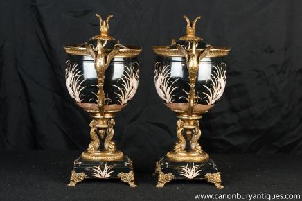 Pair Französisch Porzellan Urnen Schalen Ständer Mandschurenkranich Griff