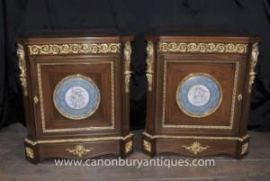 Pair Französisch Reich Schränke Sevres Porzellan Cherub Plaques Truhen