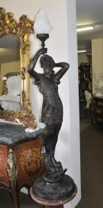 Große italienische Bronze Klassischer männlicher Licht Statue Torchere Licht