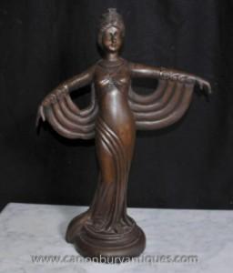 Hand geschnitzte Französisch Art Deco Figur Statue