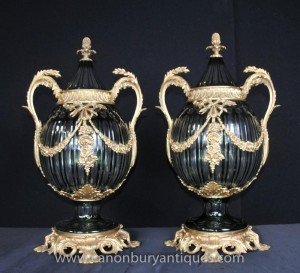 Pair Bulbous Cut Glasvasen Deckel Urnen Französisch Louis XV Glas