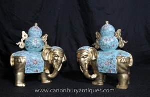 Pair Chinesisches Porzellan Elephant Statuen Floral Famille Rose Keramik