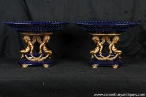 Pair Französisch Kobalt Porzellan Cherub Gerichte Tazzas Comports Bowl