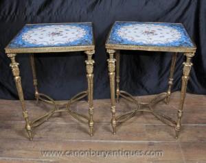 Pair Sevres Porcelain Ormolu Beistelltische Blumenmotiv-Cocktail-Tisch
