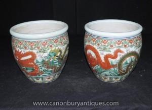 Pair chinesischen Ming-Porzellan-Drache Pflanztöpfe Urnen