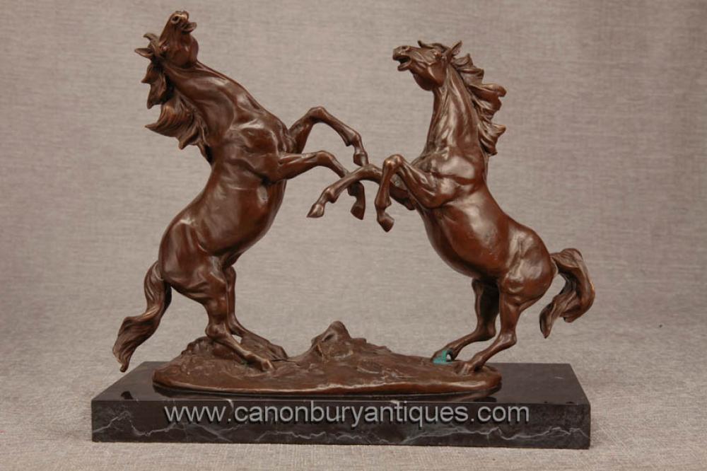 Paar Französisch Bronze Horses von Milo Leaping Duelling Statue Pony