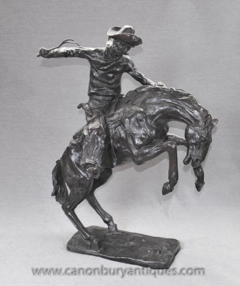 Große Bronze Pferd und Cowboy-Pferden-Kerl durch Remington