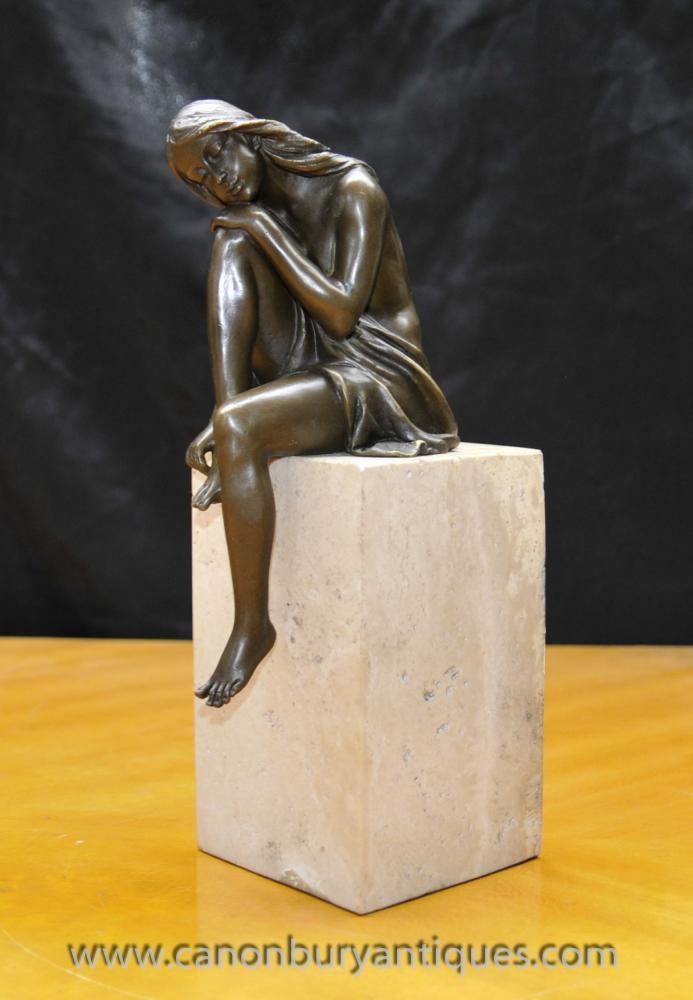 Art Deco Bronze Female Figürchen auf Marmorsockel signiert Milo