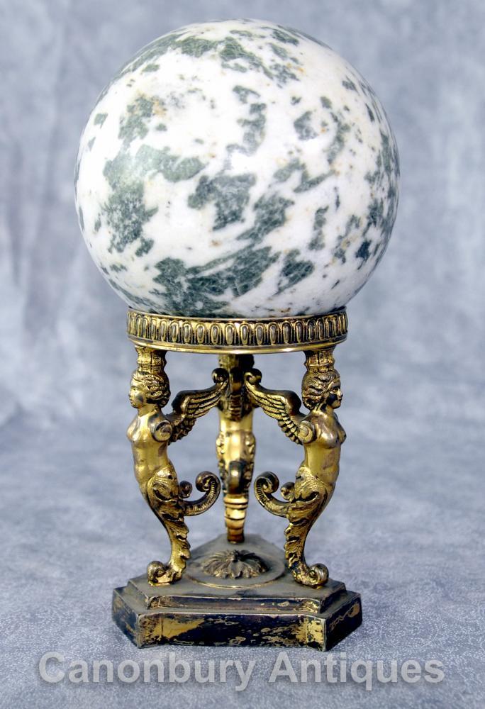 Antique Französisch Reich Ormolu Spinx Marmorkugel Dekoration