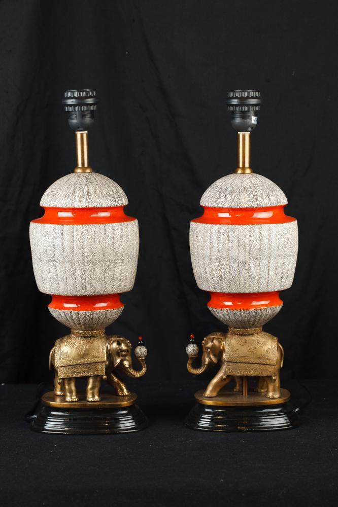 Pair Chinesisches Porzellan Ormolu Elephant Lampensockel Tischleuchten
