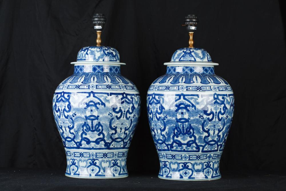 Pair chinesische blaue und weiße Porzellan Urne Lampen Ingwer-Glas Tischleuchten