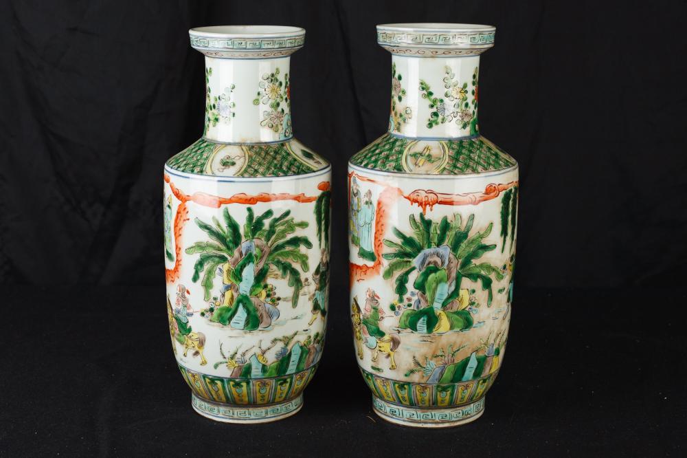 Paar chinesische Famille Verte handgemalte Porzellanvasen Urnen China