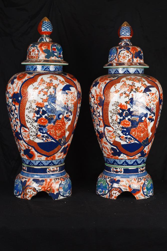 Paar japanische Imari Porzellan Deckel Urnen Vasen