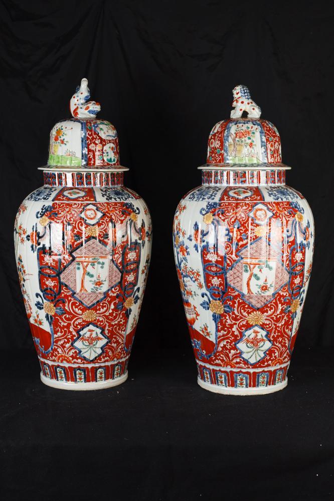 Pair Große japanische Imari Porzellanvasen Urnen Temple Ingwer-Gläser
