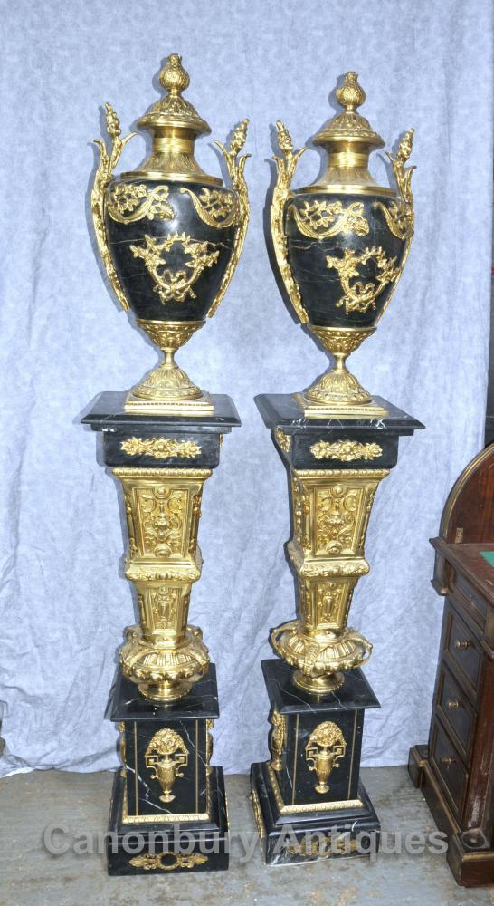Paar Französisch Reich Marmor Amphora Urnen auf Sockel-Stände