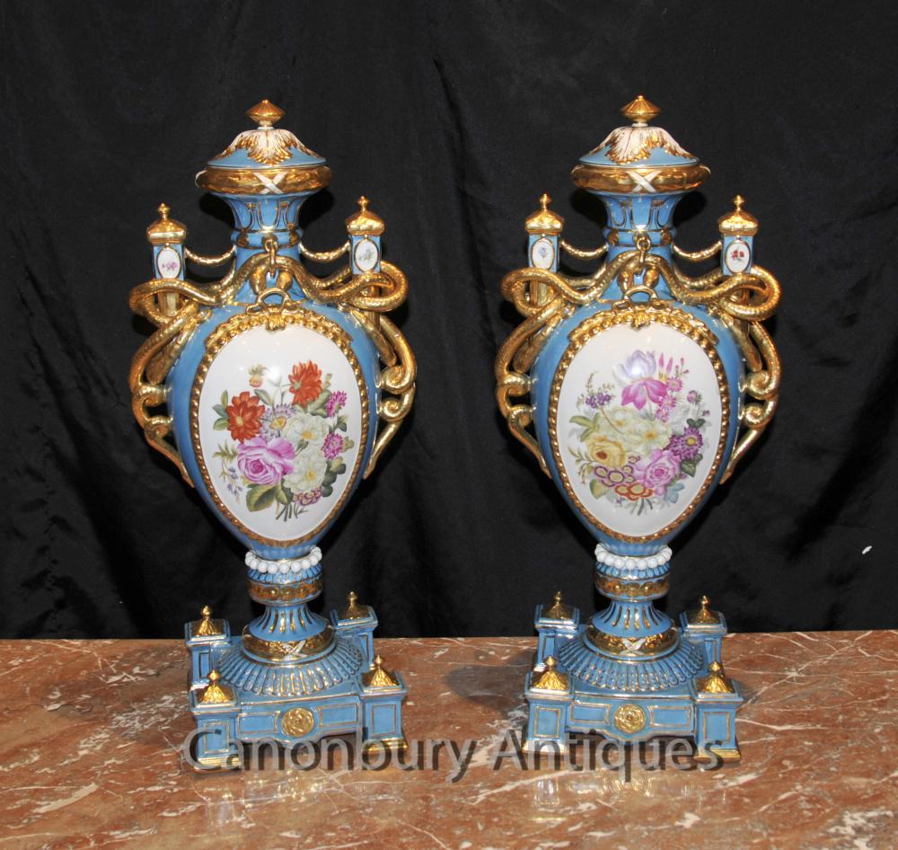 Paar Französisch Sevres Blumen Amphora Urnen Vasen