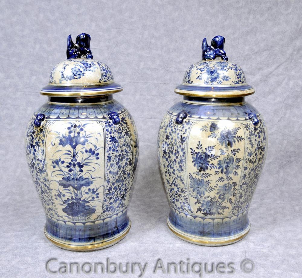 Paar Kangxi blau und weiß Porzellan Ingwer-Gläser Tempel Urnen Chinese Urn